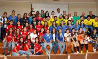 Los mejores equipos y jugadores (as) del Torneo Universitario fueron premiados.