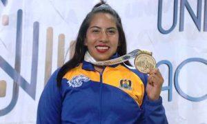 Miriam Nataly Olvera González logró el único Oro para los Lobos en la disciplina de Halterofilia categoría 76 kilos.